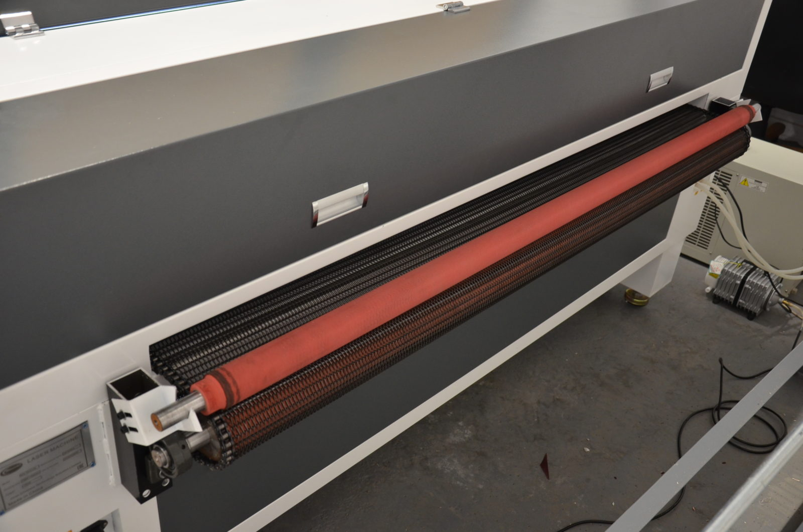 3 12 1600x1060 - Лазерный станок для резки ткани и меха