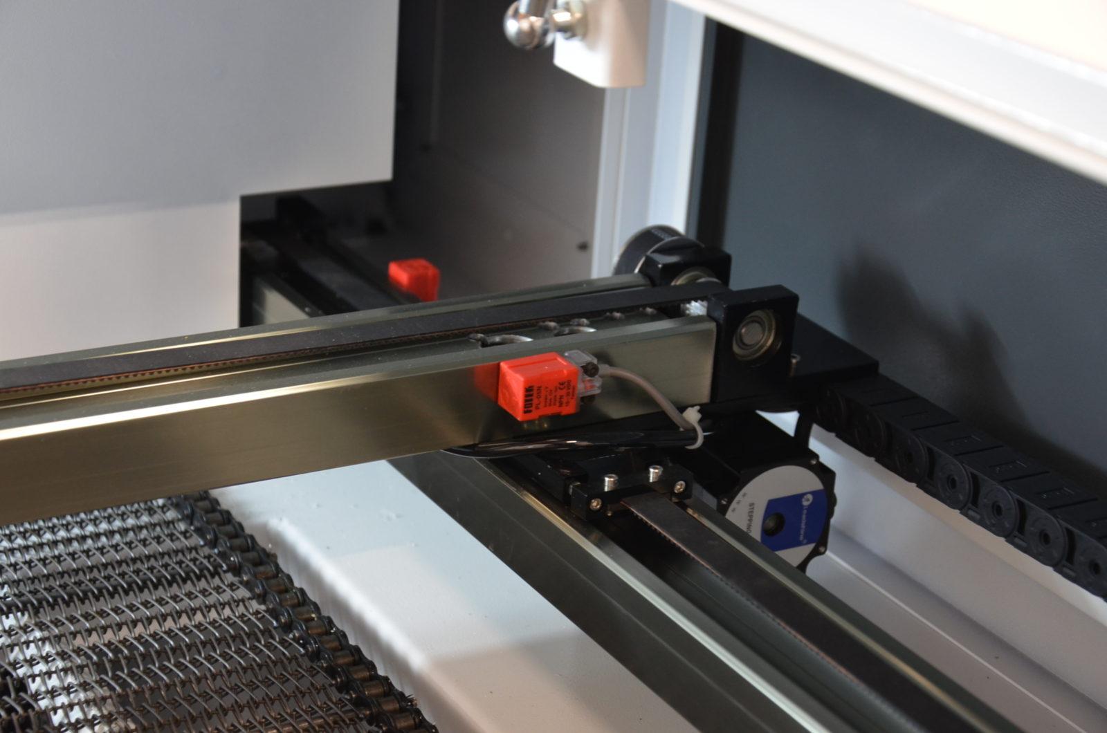 6 10 1600x1060 - Лазерный станок для резки ткани и меха