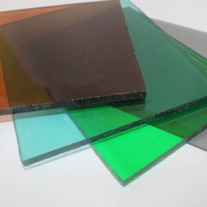 monolitniy polikorbonat 300x300 - Все о лазерно-гравировальных станках с ЧПУ